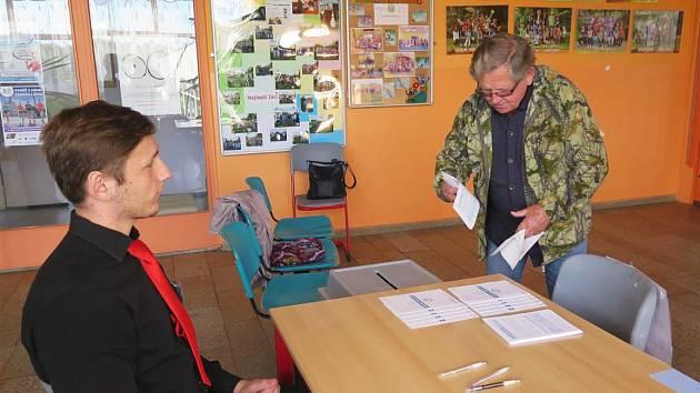 První veřejné ankety se zúčastnilo 2501 respondentů, což představuje 31 % osob, které přišly ke krajským volbám.
