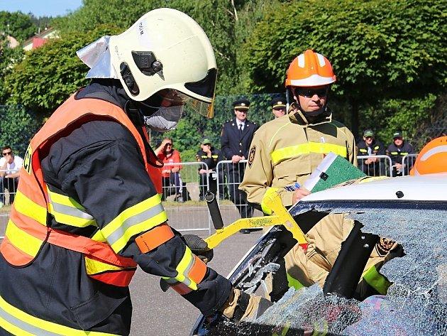 Krajskou soutěž profesionálních hasičů ve vyprošťování zraněných osob z havarovaných vozidel hostil Jablonec nad Nisou.