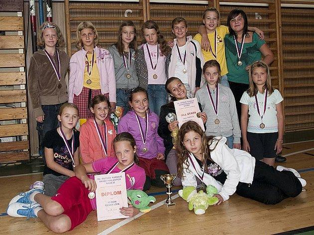 Nejmladší minižákyně DDM Česká Lípa obsadily na turnaji v Pardubicích třetí místo.