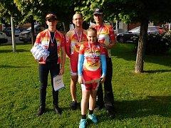 Českolipští medailisté ze závodu v Hodkovicích nad Mohelkou: zleva Marek Ježdík, Pavel Veselý, Michaela Makovcová a Josef Semerád.