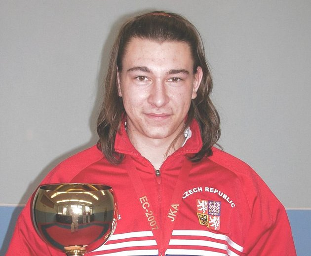 Vítězství mezi mládeží si za loňský rok odnesl karatista Jan Drobeček.
