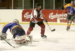 Autor třetího gólu Predátorů Michal Olivierus.