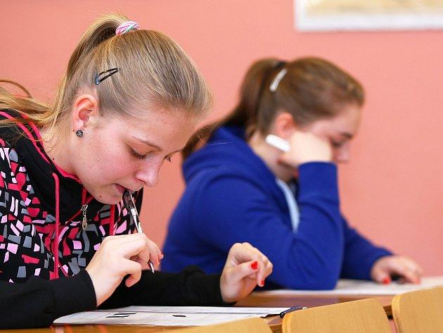 Pětačtyřicet dívek včera absolvovalo přijímací zkoušky na obor Předškolní a mimoškolní pedagogika na Střední škole v Novém Boru.