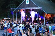 Brnišťskou pouť v Lesním zátiší opět navštívily stovky lidí.