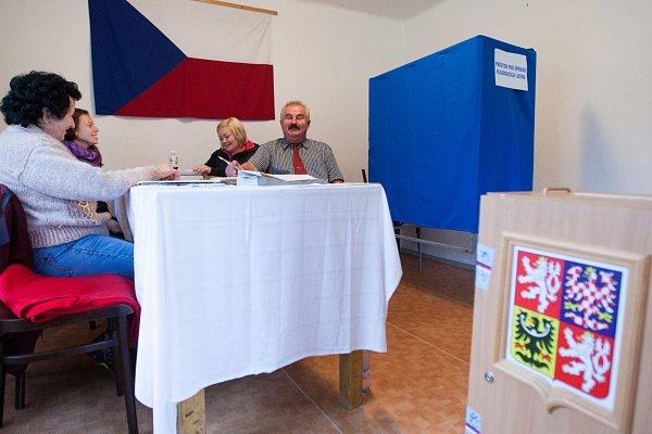 Volební místnost vČastolovicích – okrsek snejmenším počtem voličů.