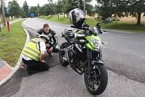 U oblíbených tras motocyklistů na Českolipsku hlídkovali policisté a kontrolovali jezdce v jedné stopě a jejich stroje.