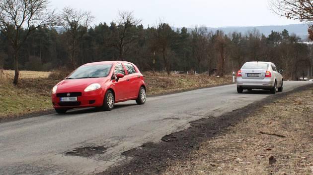 """Vyhýbání """"na zrcátka"""" by mělo být na silnici mezi Sosnovou a Zahrádkami minulostí."""