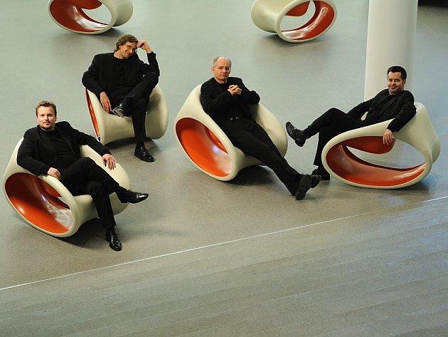 Pěvecký soubor Stimmwerck tvoří Franz Vitzthum (kontratenor), Klaus Wenk (tenor), Gerhard Hölzle (tenor) a Marcus Schmidl (basbaryton).