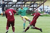 Ani na třetí pokus nováček II. třídy z českolipské Lokomotivy nezabodoval. Na hřišti domácí Kamenice (zelené dresy) prohrál 0:2, krčí se na samém chvostu tabulky.