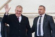 Prezident České republiky, Miloš Zeman s manželkou Ivanou, zavítal na třídenní návštěvu Libereckého kraje. Na snímku návštěva obce Prysk dne 9. května.