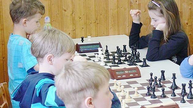 Mladí šachisté se utkali ve Stráži pod Ralskem o tituly krajských přeborníků.