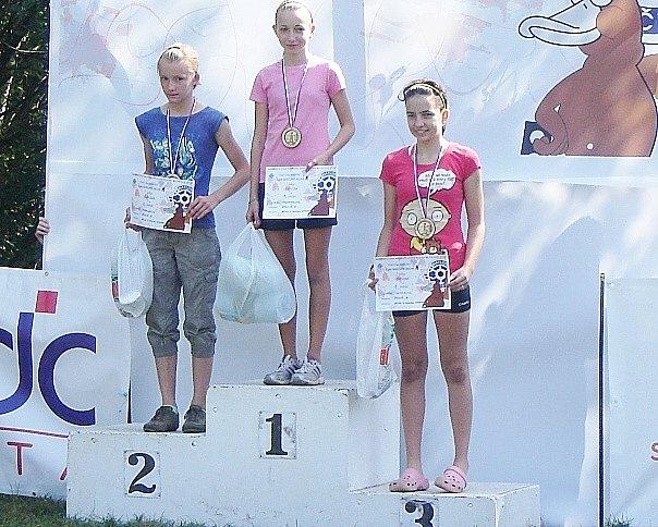 Nikol Majcherová v Jílovém u Děčína vyhrála biatlonový závod s hromadným startem, takže  právem získala titul Mistryně ČR.