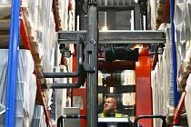 Vloni v květnu Američané v českolipské průmyslové zóně slavnostně otevřeli úplně nový výrobní závod na plastové boxy, kryty a víka na autobaterie.