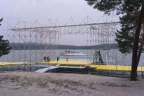 Příprava areálu pláže Klůček pro festival probíhá už od 14. srpna.