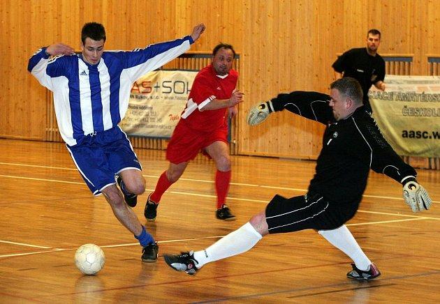 Futsalisté F.A. Zole si i v oslabené sestavě dokázali poradit s předposledním celkem krajského přeboru RKC Liberec, který porazili 7:3.