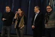 Herecká a tvůrčí delegace uvedla v úterý slavnostně film Miluji tě modře v Městském kině v Novém Boru.