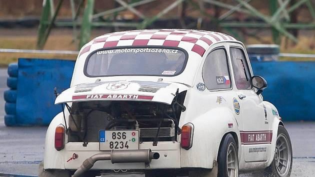 Uplynulá sobota na autodromu v Sosnové patřila amatérským závodníkům MOGUL driving cupu.