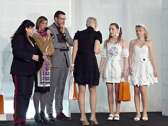 Šaty z autorské dílny českolipských studentek.
