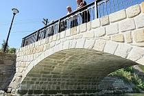 Do téměř původního stavu se podařilo v Horní Libchavě zrekonstruovat most s místní komunikaci přes říčku Libchavu.d