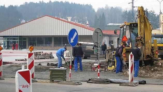 Prodej pozemků pro plánovanou výstavbu supermarketu v Kamenickém Šenově může městu přinést nemalé problémy. Ilustrační snímek.