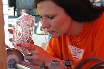 Zábava, hudba a sklo v nejrůznějších podobách a činnostech provází každoroční Sklářské slavnosti v Novém Boru.