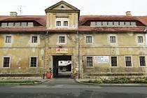 Zchátralá budova někdejšího měšťanského pivovaru v České Lípě.