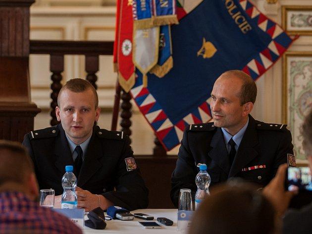 Ocenění policisté Tomáš Horáček (vlevo) a Luboš Fotr.