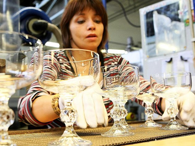 Crystalex CZ rozjel loni v lednu první dvě automatické linky na výrobu nápojového skla, další dvě začaly vyrábět v polovině loňského roku.