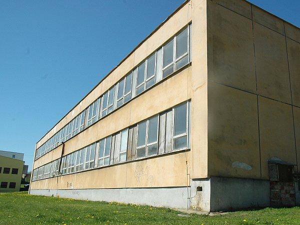 Bývalý špitál. Budovu užívali sovětští vojáci.