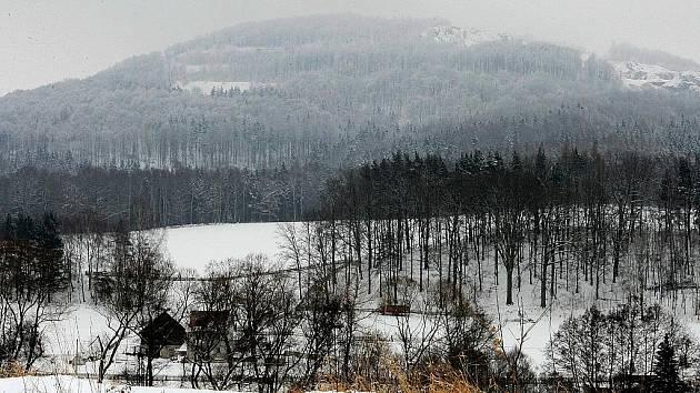 Rezolutní ne řekli aktivisté obnovení těžby na Tlustci. Obávají se devastace krajiny i poškození  nemopvitostí v horní částo Postřelné, kvůli zvýšenému množství odstřelů.