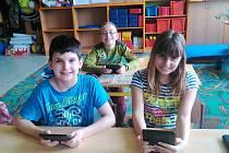 Žáci si mohou vybrat z široké škály knih - od klasických autorů až po novinky ze současnosti.