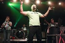 Společný koncert legendární české punkrockové kapely Tři sestry a skupiny Rybičky se uskutečnil v českolipském KD Crystal.