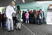 Českolipská Sjednocená organizace nevidomých a slabozrakých (SONS) prezentovala veřejnosti akcí Žijeme tu s vámi. Cílem akce bylo upozornit, že ve městě žijí také nevidomí a slabozrací se svými potřebami.