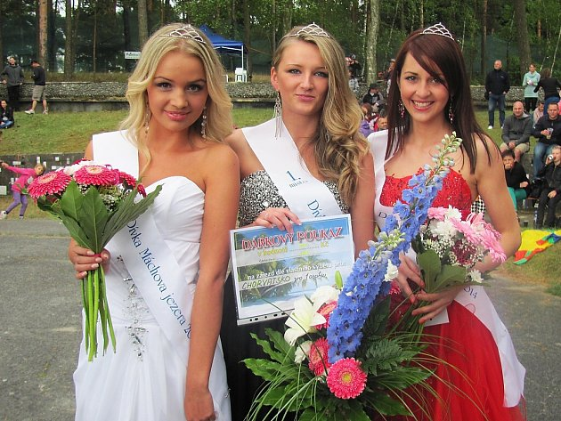 Loňské vítězky (zleva): Druhá Gabriela Čerbáková, Dívka Máchova jezera Nikola Bachtíková a třetí Kateřina Struhová.
