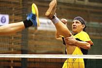 Desítka sportovních nadšenců z Doks hrála nohejbal přes 24 hodin v kuse.