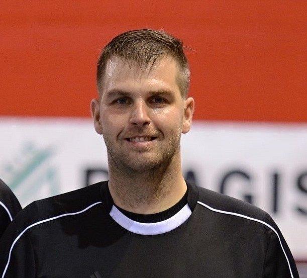 Michal Milner (uprostřed), fotbalový a futsalový rozhodčí, který pochází zČeské Lípy.