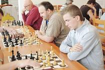 Pětadvacet šachistů nejen z Libereckého kraje se zúčastnilo 22. ročníku turnaje v bleskovém šachu, který se konal ve Stráži pod Ralskem jako krajský přebor.