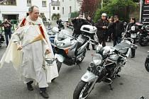 Stovky motorkářů v sobotu ochromily Jablonné v Podještědí. Do města přijeli na mši a kvůli požehnání jejich rychlým strojům.