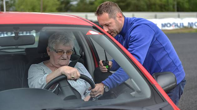 Kurz bezpečné jízdy pro seniory v Sosnové.