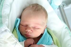 Rodičům Veronice Vostrovské a Robertu Lukáčovi ze Šluknova se v neděli 18. srpna v 8:30 hodin narodil syn Tobiáš Lukáč. Měřil 49 cm a vážil 2,70 kg.