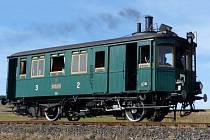 Parní motorový vůz M124.001 vyrobila v roce 1903 smíchovská továrna Ringhoffer pro místní dráhu Česká Lípa–Kamenický Šenov.