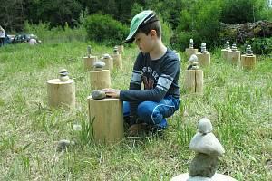 V sobotu 25. května se na území zaniklé obce Jabloneček (původně Jablonec u Mimoně) v bývalém vojenském prostoru Ralsko konal již čtvrtý ročník landartového festivalu Proměny.