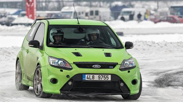 Led, sníh i suchý asfalt čekaly na 73 účastníků čtvrtého závodu seriálu MOGUL Driving Cup v areálu Autodromu v Sosnové u České Lípy.
