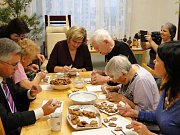 Vánoční návštěva radních v domově seniorů.