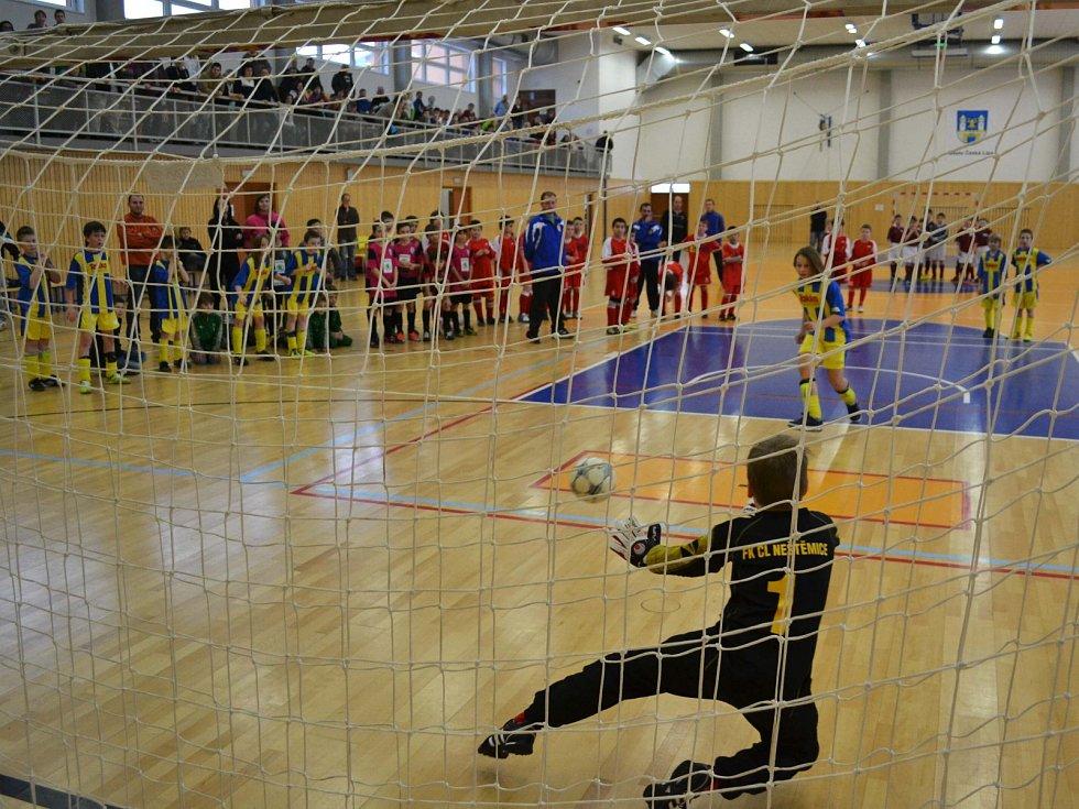 Proměněná penalta domácího Rusa v utkání Neštěmice - Loko.