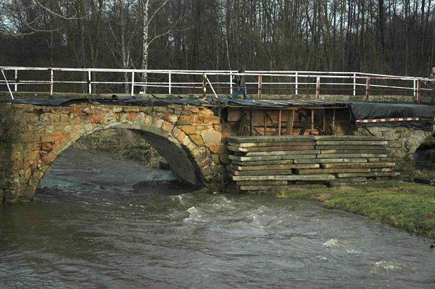 Most v Mimoni