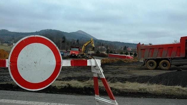 Stavba křižovatky u Nového Boru začala