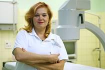 MUDr. Romana Kvasničková nastoupila do českolipské nemocnice hned po absolvování Fakulty všeobecného lékařství Univerzity Karlovy v Praze v roce 1990! Nikde jinde o d té doby nepracovala. Primářkou interny je od roku 2004.