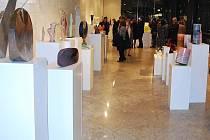 Severočeští skláři představují svá díla v galerii Progres v Bělehradu.