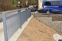Kvůli velmi špatnému stavu stávajícího mostu, tvořeného původním klenbovým mostem, dodatečně rozšířeného na pravé straně o chodník, byla osazena úplně nová konstrukce mostu.